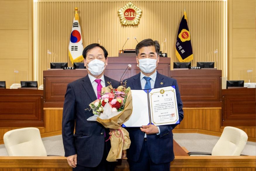 2021.03.05 오세혁,박정현 의원님 수상.jpg
