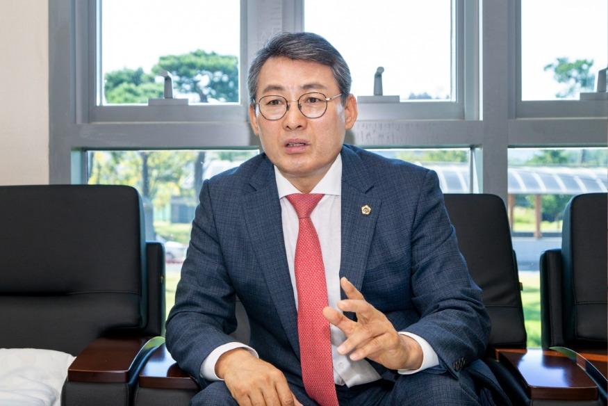 2020.10.06 박정현위원장 인터뷰사진_3 (1).jpg